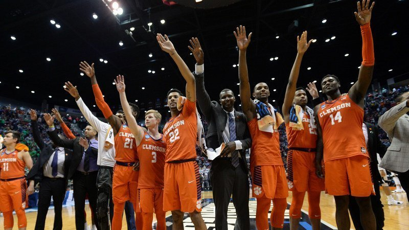 Clemson players sing the alma mater after defeating Auburn (Photo by Orlando Ramirez, USAT)