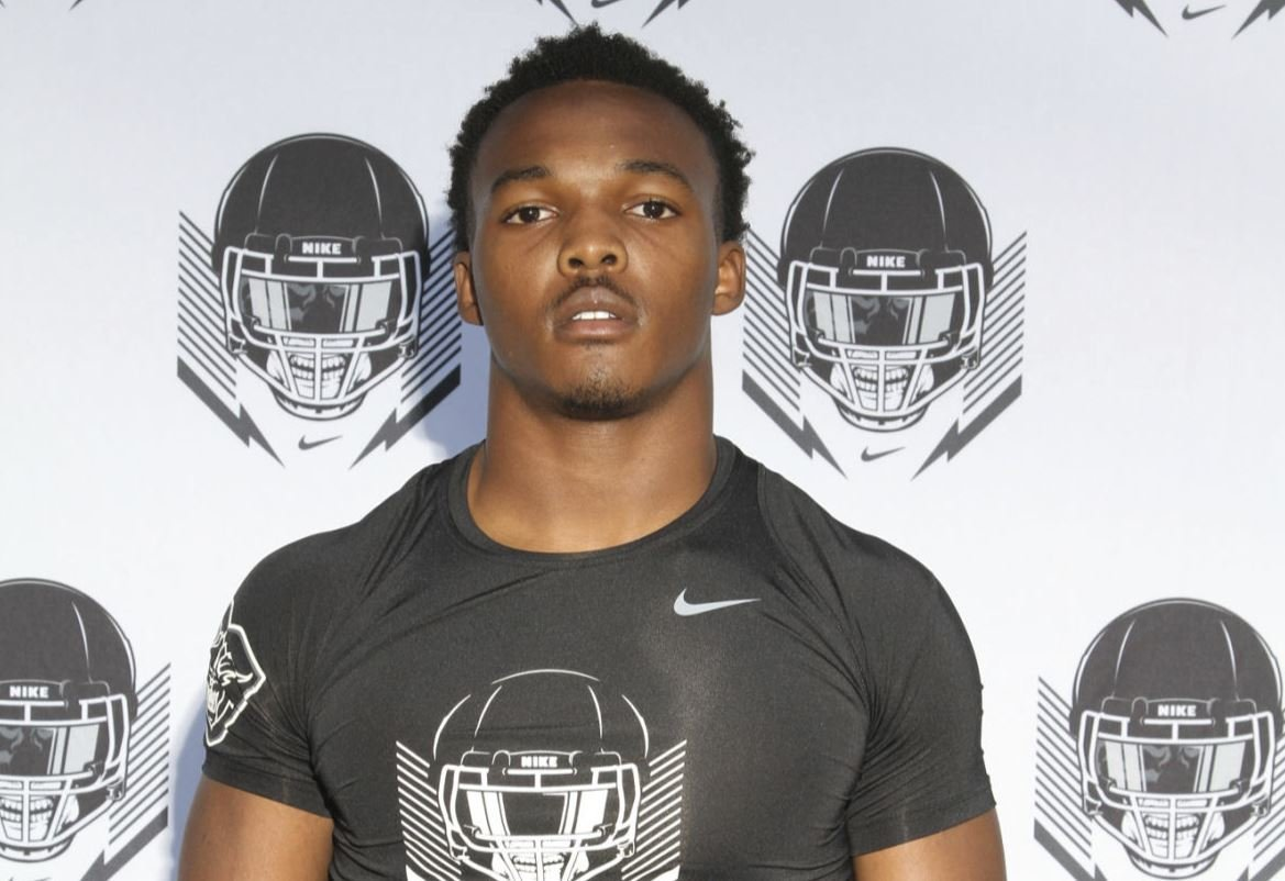 Clemson offers top-25 overall defender