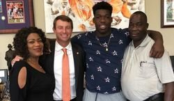 Missouri DE commits to Clemson