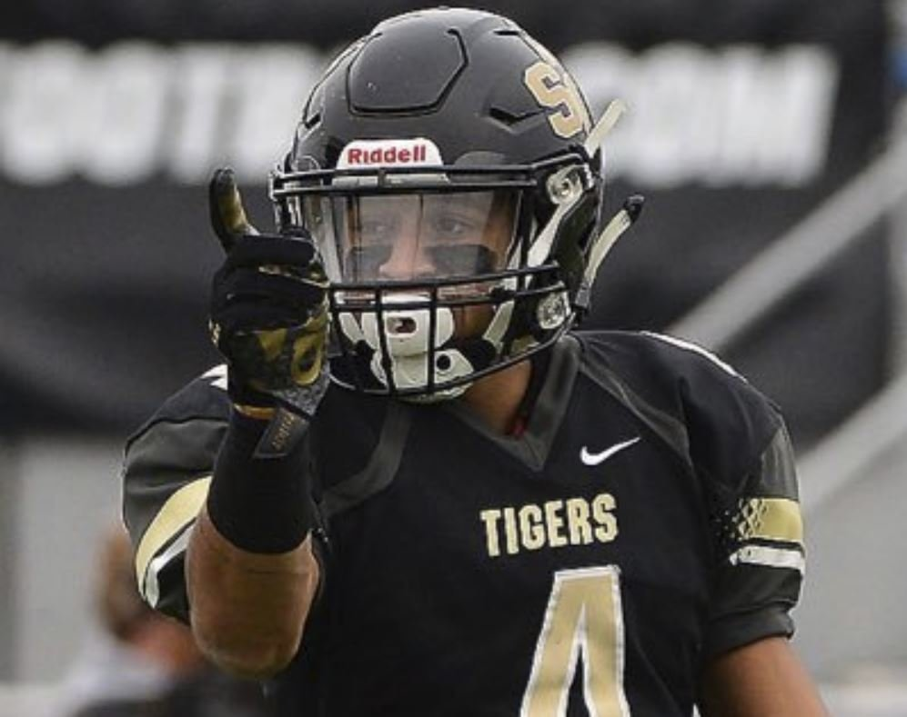 5-star WR target announces commitment date