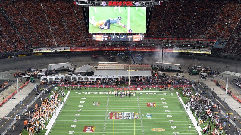 Virginia Tech and Tennessee played at Bristol in 2016 (Photo by Christopher Hanewinkel, USAT)
