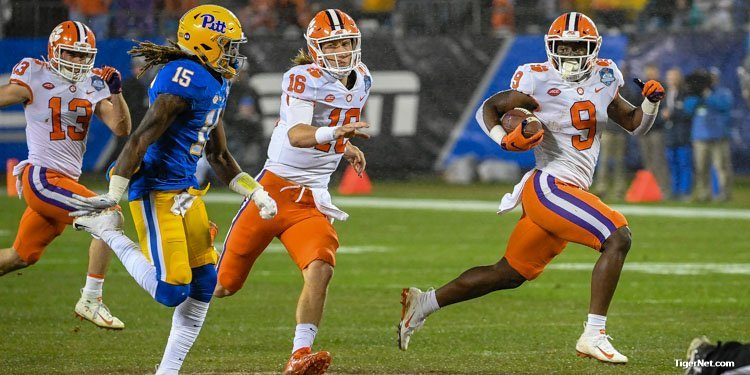 Etienne scores on a 75-yard run with Lawrence catching him at the end of the run.