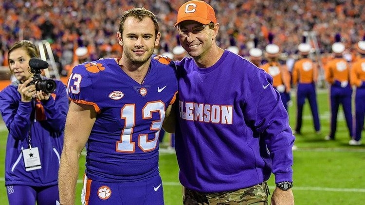 Hunter Renfrow signs contract with Raiders