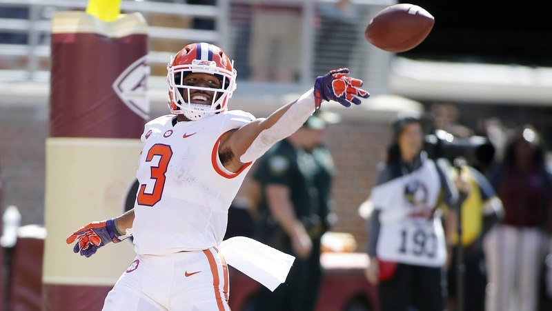 Amari Rodgers celebrates one of his two TD's Saturday (Photo by Glenn Bell, USAT)