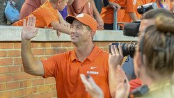 WATCH: Swinney hilariously photobombs reporter