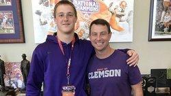 Clemson TE target commits to Auburn