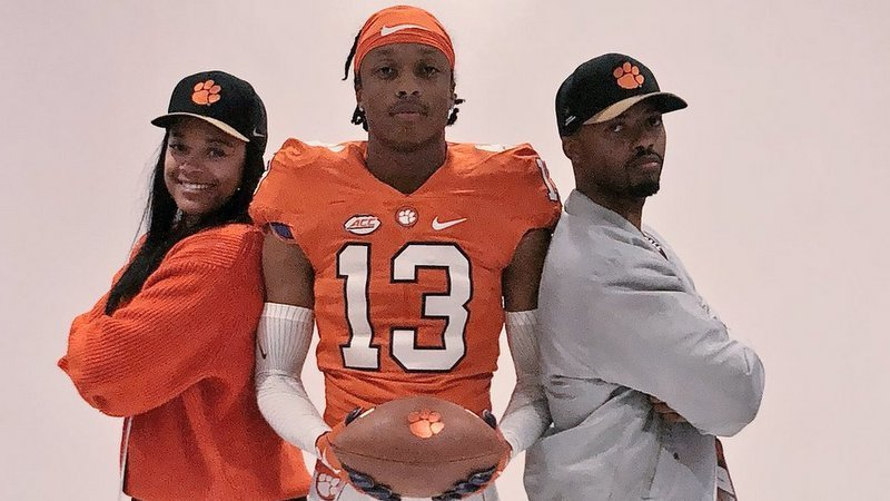 Jennings poses with his family on Clemson visit