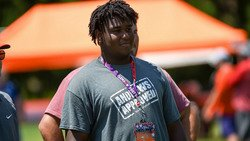 Elite offensive lineman has Tigers in top two after Clemson visit