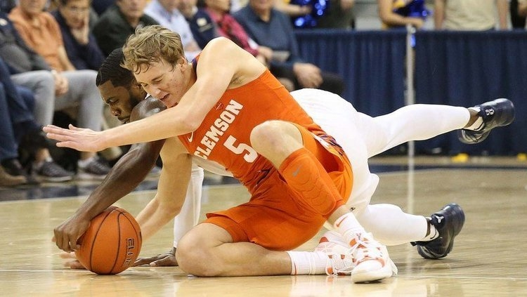 Hunter Tyson battles for a loose ball (Photo by Charles LeClaire, USAT)