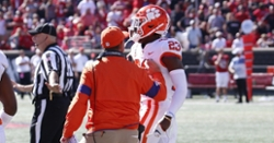 Swinney apologizes to Louisville coach for punch by Clemson DB