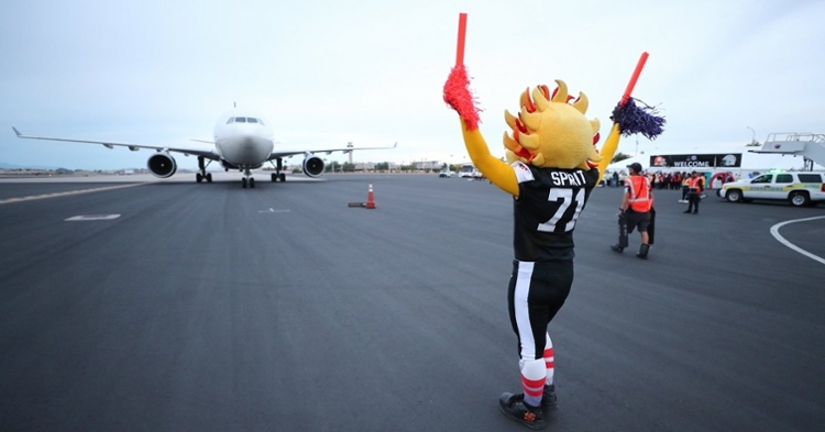 No. 3 Clemson flew into the Phoenix Sky Harbor Airport late Sunday afternoon. (Photo: Fiesta Bowl)