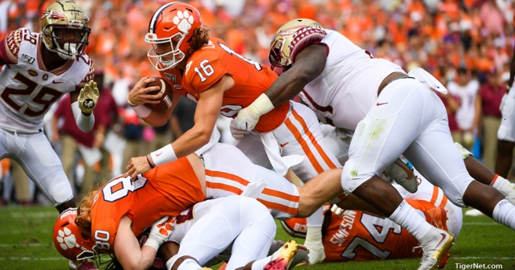 Trevor Lawrence scores an early touchdown