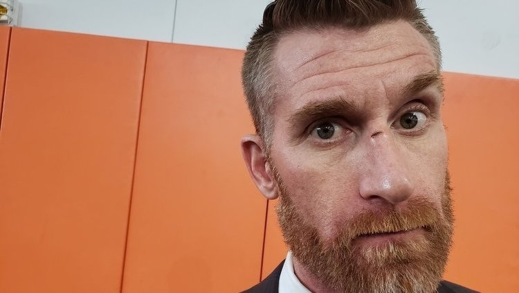 Marty Smith shows off his injury to TigerNet