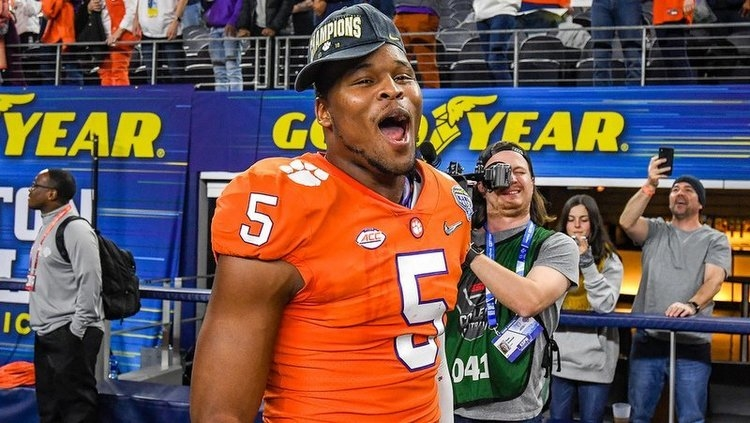 Shaq Smith celebrates after the win over Notre Dame in the Cotton Bowl