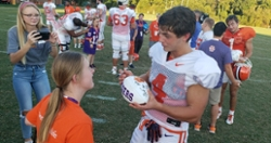 """""""It's a blast"""": No bad attitudes as ClemsonLIFE visits the Tigers at practice"""