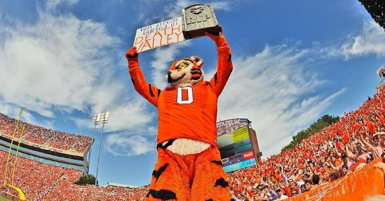 The Tiger tells the crowd that Auburn's 17-game winning streak is over