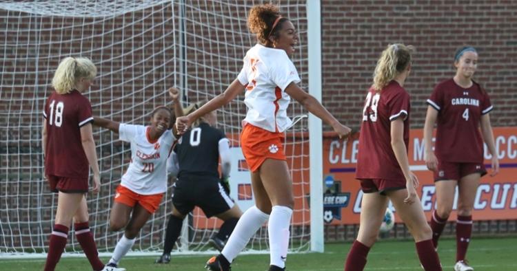 #21 Maliah Morris scored the winning goal (Photo credit: Allen Hodges)