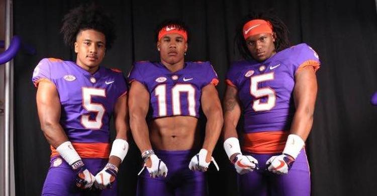 Flowe (center) poses with Clemson commits Sergio Allen (L) and Kevin Swint (R)