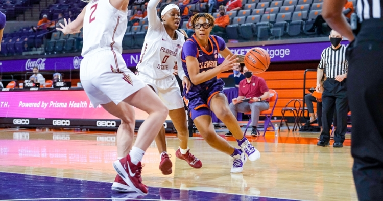 Gabby Elliott drives to the basket (Clemson photo)