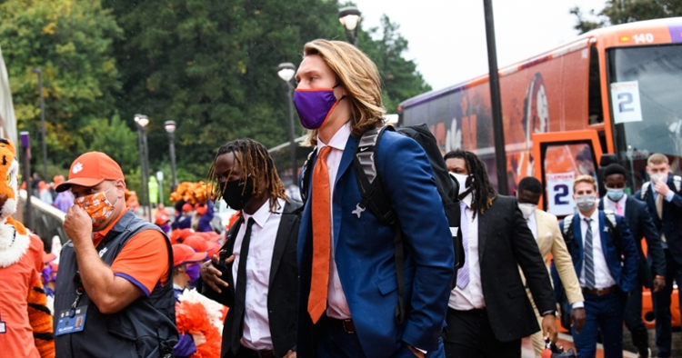 Clemson quarterback Trevor Lawrence tests positive for COVID-19