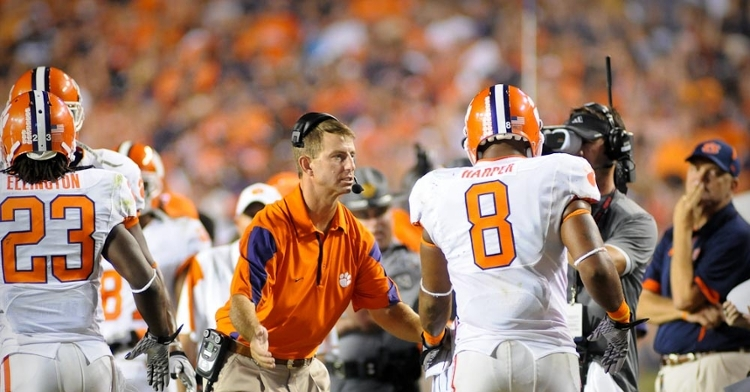 Swinney asks Jamie Harper a question during the 2010 game at Auburn.