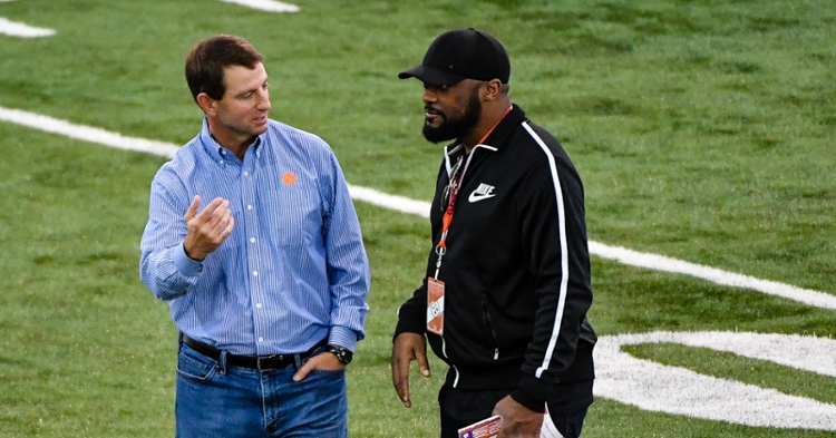 Swinney talks with Pittsburgh Steelers head coach Mike Tomlin at Clemson's Pro Day in March.