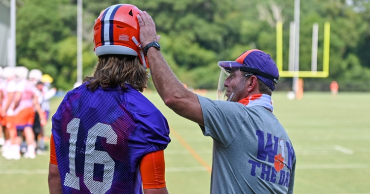 One former NFL GM says these two could team up in the pros? (Photo per Clemson athletics)