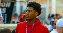 Twitter reacts to 4-star DE committing with Clemson