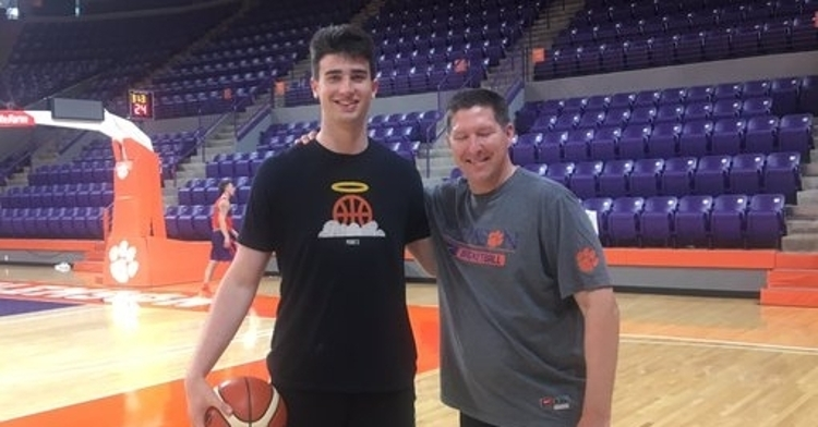 Wiznitzer poses with Clemson head coach Brad Brownell