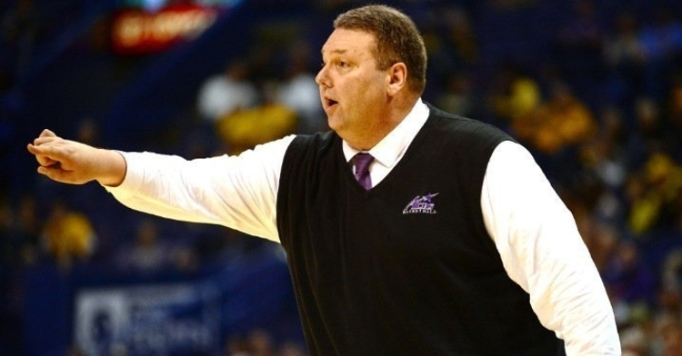 Simmons was a head coach for Evansville and SIU-Edwardsville previously.  (Photo: Usat / USATODAY)